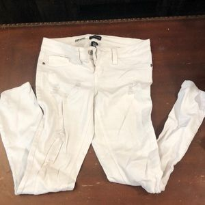 White hole jeans